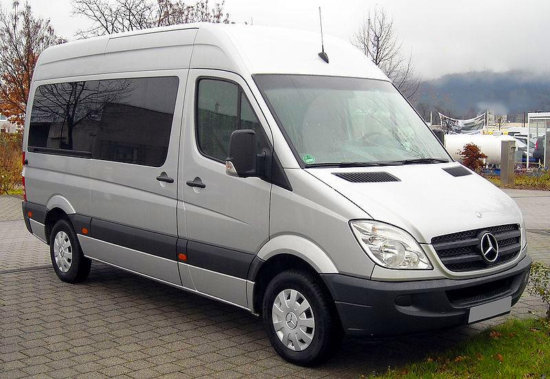 800px-Mercedes-Benz_Sprinter_front_20081206
